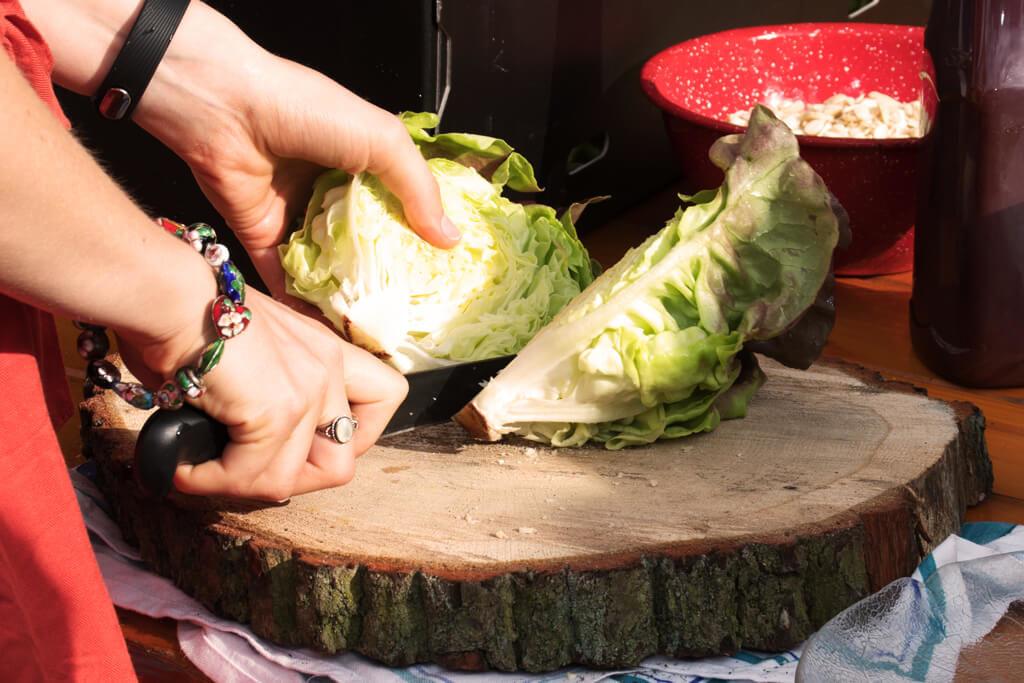 halbierte Salatherzen - Foto von Lena Schroeter